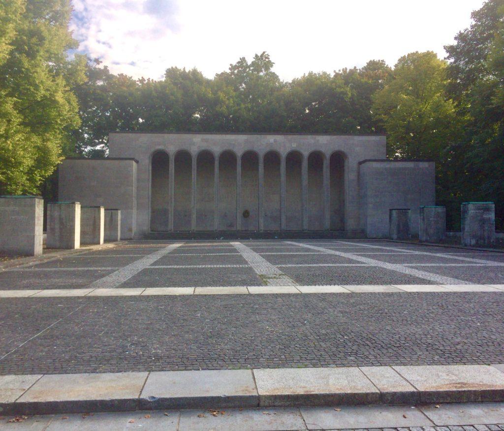 エーレンハレ(Ehrenhalle)